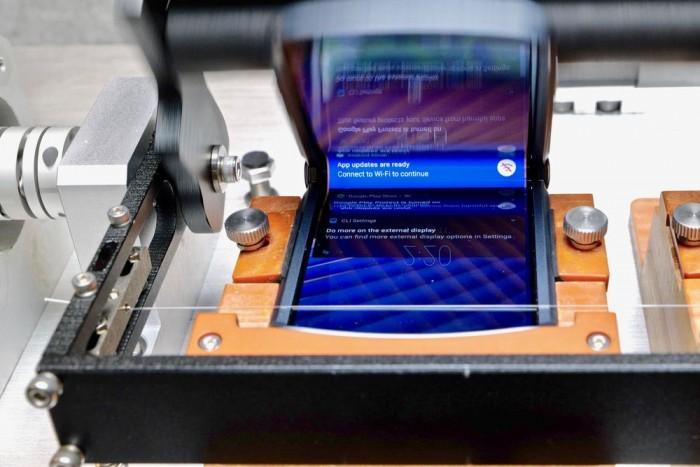 探访摩托罗拉芝加哥实验室:Razr 5G折叠20万次也不坏的秘密