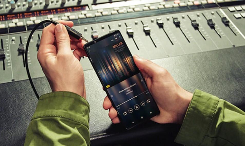 索尼Xperia 1 III依旧保留3.5mm耳机孔